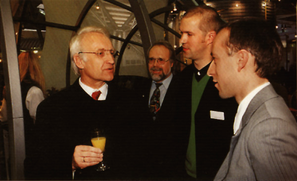 Ministerpresident Dr. Edmund Stoiber [le.] talking with Rolf Kretschmer [ce.] and Ansgar Halbfas [ri.] - back: Ulrich Praetz